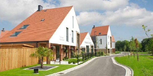 "Derwenthorpe, York <br><span style=""font-size:x-small;"">500 unit housing estate and communal facilities</span>"